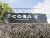 Wejście znak dla COBA Zona Arqueologica Zdjęcie Stock