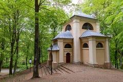 Wejherowo Pomorskie/Polen - Maj, 23, 2019: Historiska byggnader i parkerar n?ra Wejherowo Kalwaria Wejherowska - ett historiskt arkivfoto