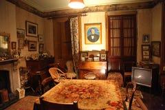 Wek Heuvelhuis op - woonkamer Stock Afbeeldingen