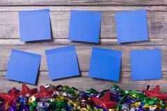 Wekelijks programma met zeven stickers op de houten muur Royalty-vrije Stock Foto
