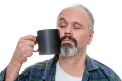 Wekkende mens die koffie worstelen te drinken Royalty-vrije Stock Foto