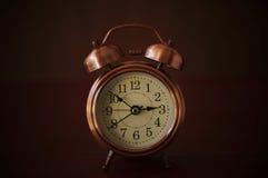 Wekker in donkere toon Royalty-vrije Stock Foto's