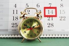 Wekker en kalender Royalty-vrije Stock Foto's