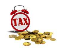 Wekker met Belastingsteken en Muntstukken Stock Foto's