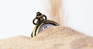 Wekker in zand stock video