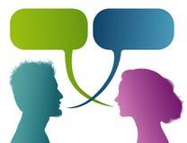 Wektor odizolowywający Barwił profilową sylwetkę z mowa bąblem Opowiadać między mężczyzną i kobietą Dialog - dyskusja - gadki com ilustracji