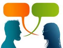 Wektor odizolowywający Barwił profilową sylwetkę z mowa bąblem Opowiadać między mężczyzną i kobietą Dialog - dyskusja - communic ilustracji