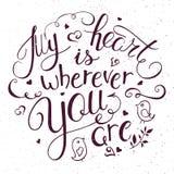 Wektorowa ilustracja inspiruje wycena ręki literowanie - mój serce jest gdziekolwiek tobą Może używać dla valentines dnia prezent Zdjęcie Royalty Free