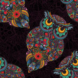 Wektorowa ilustracja sowa Ptak ilustrujący w plemiennym Sowa z kwiatami na ciemnym tle Fotografia Royalty Free