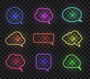 Wektorowa kolekcja Kolorowi Neonowi rozmowa bąble Odizolowywający na Ciemnym Przejrzystym tle royalty ilustracja