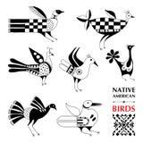 Wektorowa kolekcja z rodowitych amerykan schematycznymi ptakami odizolowywającymi na bielu Etniczni ornamentów elementy ilustracji