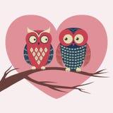 Wektorowa kolorowa ilustracja z dwa sowami w miłości Obraz Royalty Free