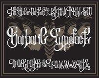 Wektorowa ręcznie pisany gothic chrzcielnica dla unikalnego literowania z ręka rysującą ilustracją surrealistyczny ćma z twarzami royalty ilustracja