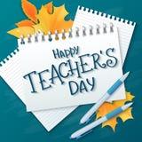 Wektorowa ręka rysująca nauczyciela dnia literowania powitań etykietka z realistycznymi papierowymi stronami, ołówki i - szczęśli ilustracja wektor