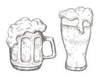 Wektorowa ręka rysuje piwnego kubek w białym tle Obrazy Stock