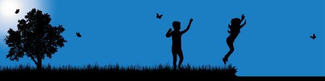 Wektorowa sylwetka dziecko w naturze przy słonecznym dniem obrazy stock