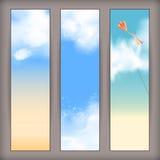 Wektorowi niebo sztandary z białymi chmurami, latająca kania Zdjęcia Stock