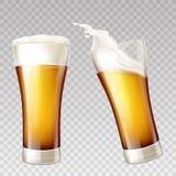 Wektorowi realistyczni piw pluśnięcia w przejrzystym szkle royalty ilustracja