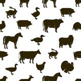 Wektorowi zwierzęta gospodarskie i drobiowy tło Rolne ilustracje Ręki rysować zwierzęce i ptasie sylwetki Rolny bezszwowy royalty ilustracja