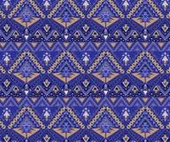 Wektorowy bezszwowy plemienny wzór Eleganckiej sztuki druku Etniczny ornament z trójbokami, royalty ilustracja