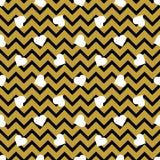 Wektorowy bezszwowy wzór z białym czerń zygzag i sercami wykłada na złotym tle ilustracji