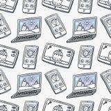 Wektorowy bezszwowy wzór z laptopami, smartphones i pastylkami, wewnątrz Fotografia Royalty Free