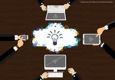 Wektorowy biznesmen z nowożytną komunikaci mobilnej technologią, pastylka pecetem i notatnika zadaniem wspiera biznesową ikonę, p royalty ilustracja