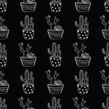 Wektorowy czarny i biały bezszwowy wzór z kaktusami i sukulentami w garnkach Zdjęcie Stock