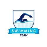 Wektorowy dopłynięcie drużyny logo Pływaczki sylwetka w wodzie Kreatywnie odznaka Triathlon pojęcie Płaski projekt royalty ilustracja