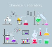 Wektorowy ilustracyjny ustawiający chemiczny laborancki wyposażenie Chemiczny szkło z różnorodnymi chemicznymi rozwiązaniami i re ilustracji