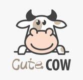 Wektorowy logo сute kreskówki śmieszna uśmiechnięta krowa Nowożytny humorystyczny logo szablon z wizerunkiem byk Butchery logo ilustracja wektor