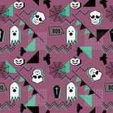 Wektorowy modny Halloween bezszwowy wzór z Memphis geometrycznym stylem duch, czaszka, pająk sieć i horror wrona, obrazy royalty free