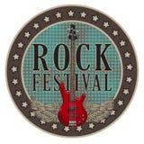 Wektorowy plakat dla rockowego festiwalu z oskrzydloną gitarą ilustracja wektor
