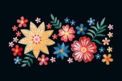 Wektorowy projekt z hafciarskimi kolorowymi etnicznymi kwiatami Upiększony skład dla moda druków ilustracja wektor