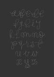 Wektorowy ręcznie pisany szczotkarski pismo Biel listy na czarnym tle Obrazy Stock