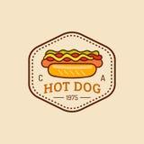 Wektorowy rocznika fasta food logo Retro ręka rysujący hot dog znak Bistro ikona Używać dla ulicznej restauraci, kawiarnia, pręto ilustracja wektor