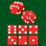 Wektorowy ustawiający czerwonych kasynowych kostka do gry odgórny widok odizolowywający na zielonym grzebaka stole royalty ilustracja