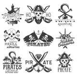 Wektorowy ustawiający logowie, emblematy, odznaki, etykietki lub sztandary piratów, Odosobnione rocznika stylu ilustracje Monochr ilustracja wektor