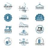 Wektorowy ustawiający rocznika krawczyny etykietki, odznaki i royalty ilustracja