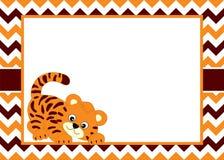 Wektoru Karciany szablon z Ślicznym dziecko tygrysem na szewronu tle Obraz Stock
