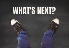 Welches ` s als Nächstes? Text und schwarze Schuhe auf Füßen mit grauem Steinhintergrund Stockfotos