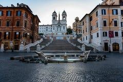 Welcom zu frühem Morgen Italiens: niemand auf dem Rom-` s Spanischen tritt lizenzfreie stockbilder