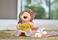 Welcome sign stone doll with white flower on the table Royalty Free Stock Images