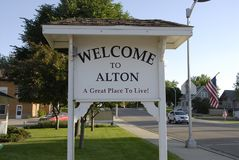 WELCOME TO ALTON GREAT PLAVE TO LIVE. ALTON / IOWA STATE/USA_ Welcome to Alaton great to live in american ruler town and  message for travlers city hall, veteran Royalty Free Stock Photography