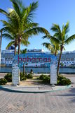 Welcome to the Bahamas sign. A sign welcoming the tourist to the Bahamas with a cruise ship in the background Royalty Free Stock Photos