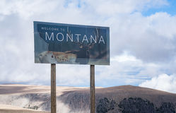 Welcome to Montana. Sign along the Beartooth Stock Photo
