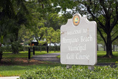 Welcome to Pompano Beach Municipal Golf Course Sign Stock Image