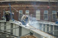 welder för stål för brokonstruktion Arkivbilder