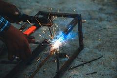 Welder för svetsningstålstrukturer Royaltyfri Foto