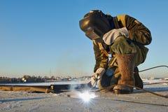 Welder på konstruktionsplatsen Royaltyfria Foton